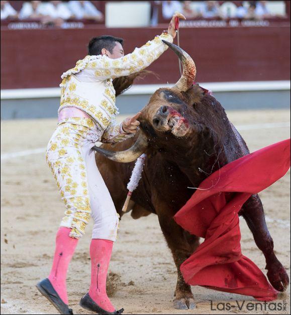 Guillermo Valencia herido de gravedad